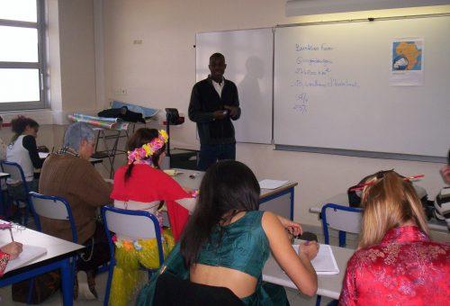 Oumarou MOGMENGA, responsable de l'ASFA pour l'école sur place, est venu au Lycée du Coudon, pour faire des conférences dans de nombreuses classes.